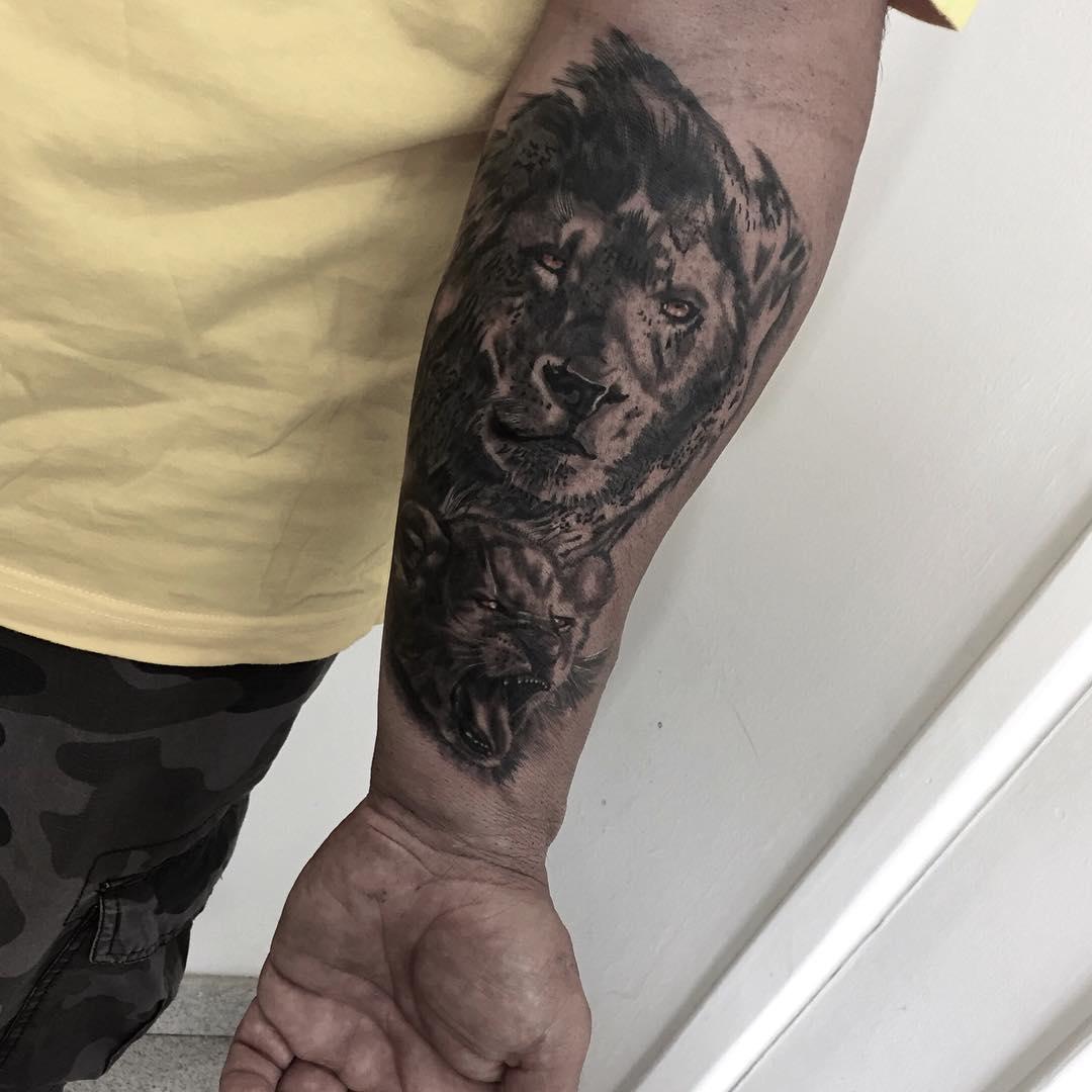 大臂毛泽东_麻先生小臂狮子纹身图案_南京纹彩刺青
