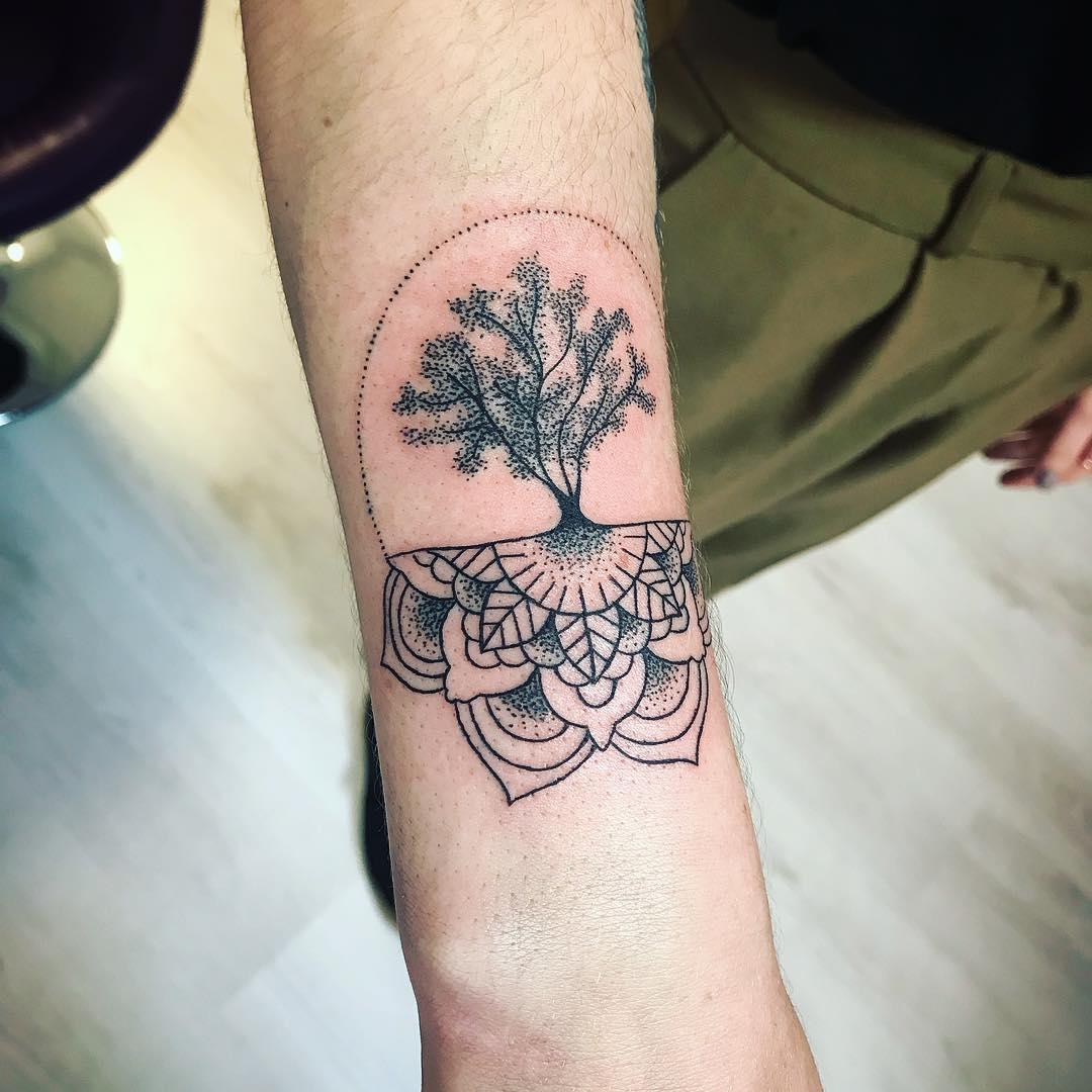大臂毛泽东_姬先生小臂梵花小树纹身图案_南京纹彩刺青